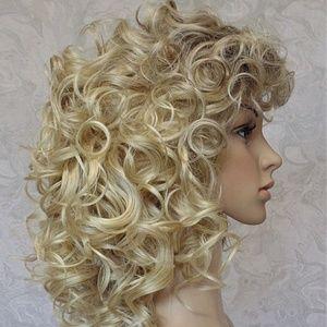 Shoulder Length Curly Blonde Heat Resistant Wig